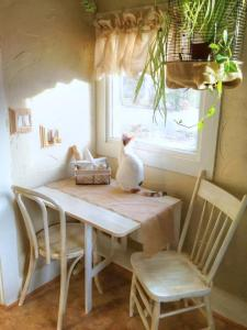The cats especially appreciate the breakfast nook.